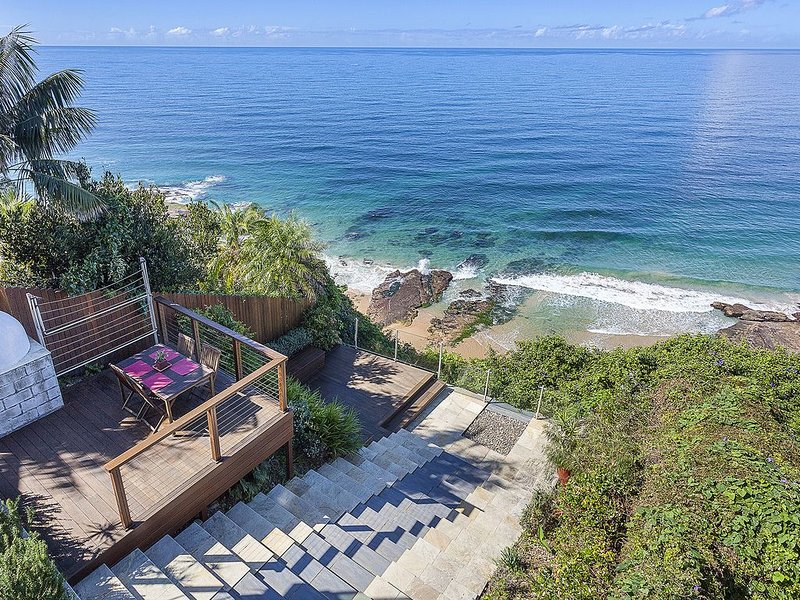 Water's Edge in Scarborough - Panoramic Views & 5 min walk to beach and park, holiday rental in Thirroul