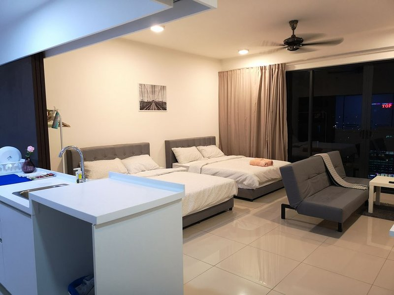 Setia City Convention Center Trefoil Studio for 4 Pax, vakantiewoning in Klang