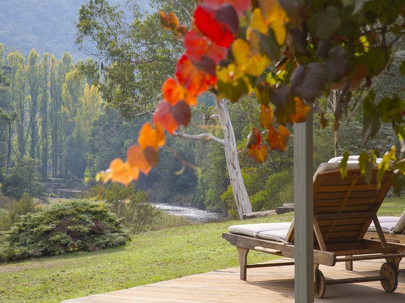 River Downs on Howqua River, holiday rental in Booroolite