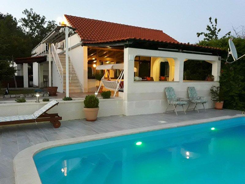House Marija near Trogir, Pool & Jacuzzi, vacation rental in Gornji Seget