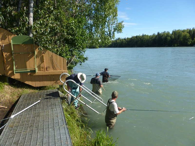 Right on the Kenai River! Comfortable condo great for fishing or sightseeing, holiday rental in Soldotna