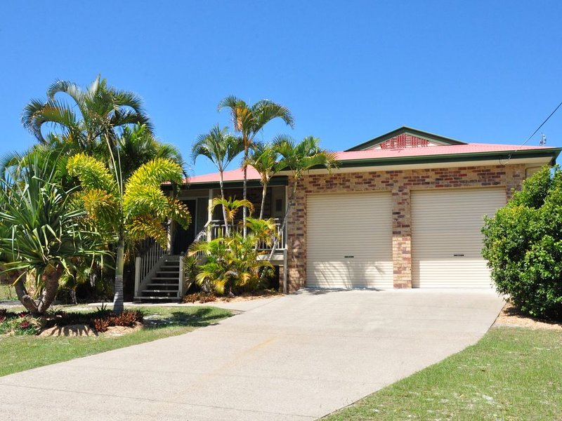 23 Carlo Road - Lowset family home within walking distance to the shopping centr, casa vacanza a Tin Can Bay