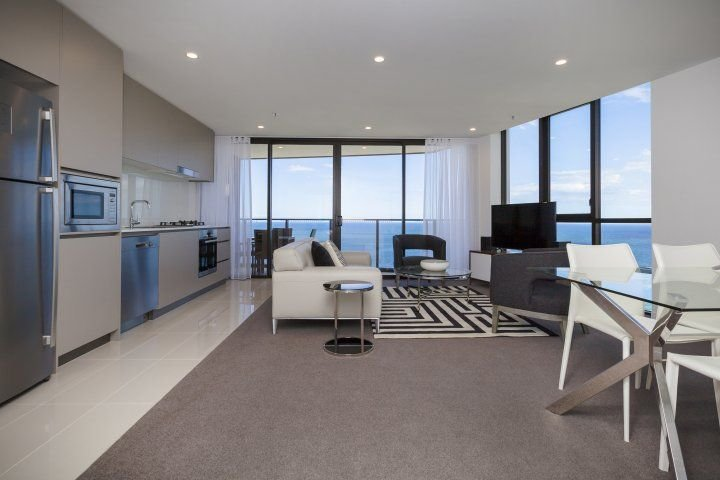 Family Friendly Resort - Enjoy this Spacious and Modern Apartment with Ocean Vie, holiday rental in Biggera Waters