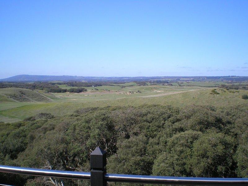 Pirongia Villa, high on a hill, beach is 200m walk away., vacation rental in Cape Schanck