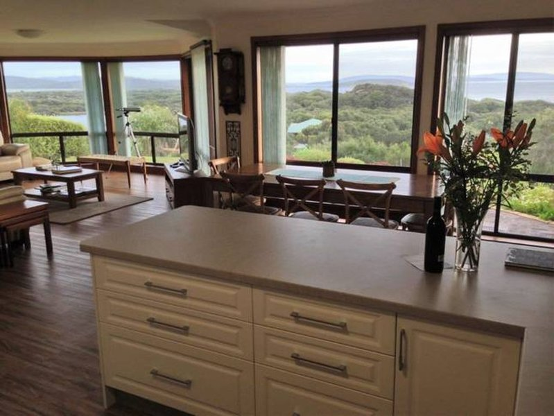 Sound View Retreat - Secluded & Peaceful, vacation rental in Albany