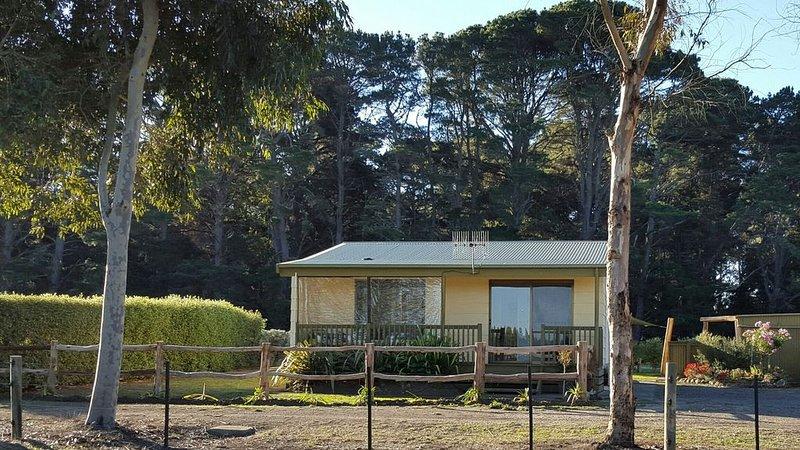Yawnoc Cottage - Country Stay Woolsthorpe, holiday rental in Woolsthorpe