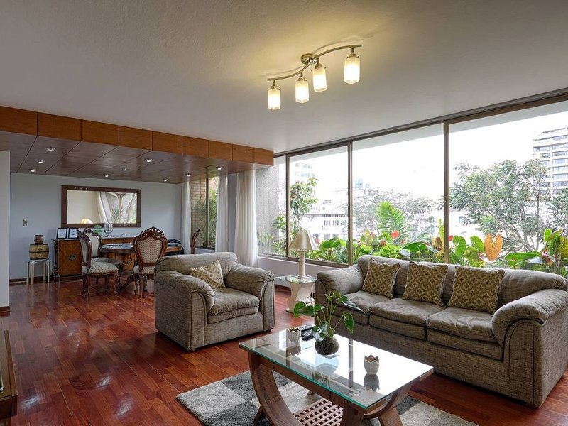 Comfortable & Central 3-BDR apart in San Isidro, Lima (10 min from the ocean) – semesterbostad i San Isidro