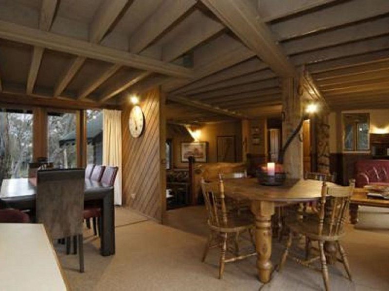 Eagle Rock Lodge-High Country Chalet, holiday rental in Glen Wills