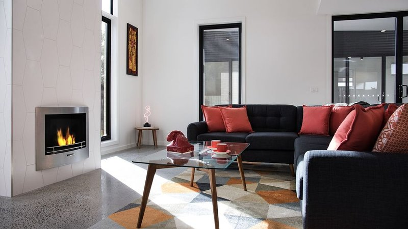 Arenas North - 2 bedrooms , 2 bathrooms Wifi, holiday rental in Daylesford