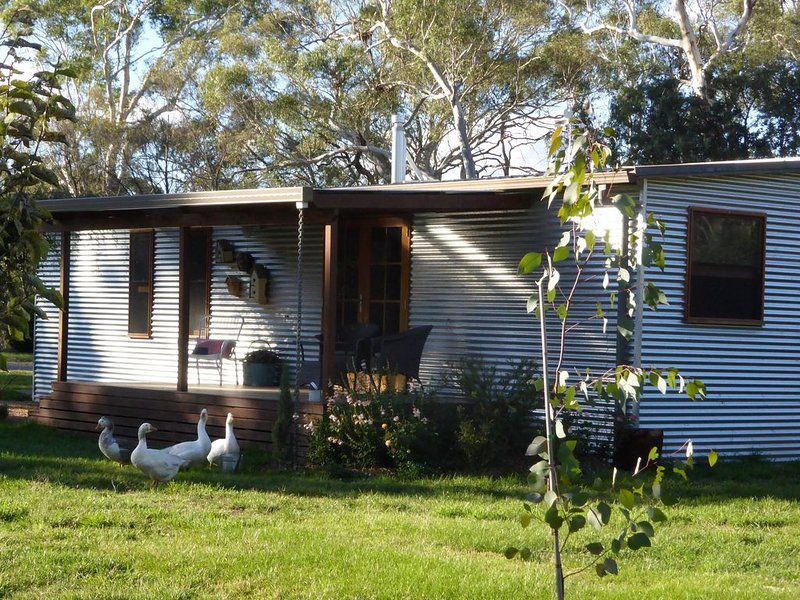 Millthorpe Parrots Nest - private rural retreat, vacation rental in Carcoar