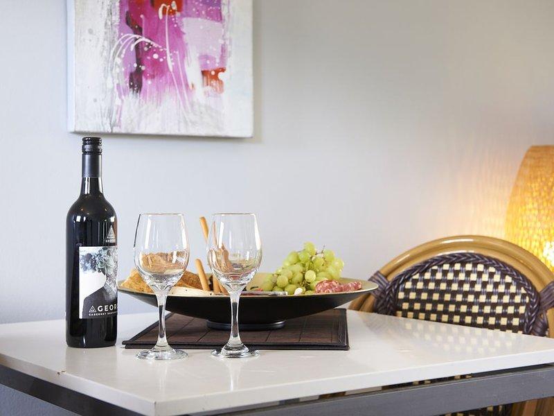 Refurbished Boutique 1 Bedroom Serviced Apartments, location de vacances à Yarra