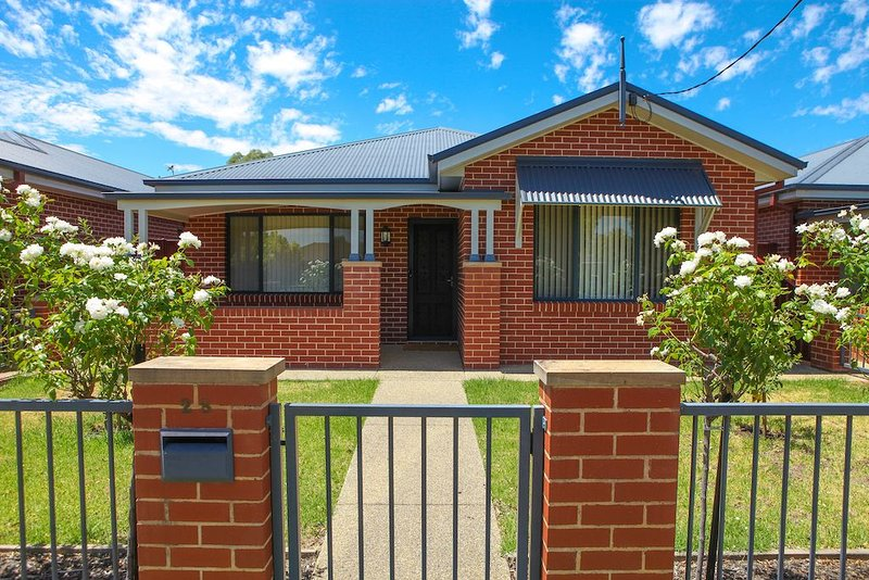 Central Executive Townhouse Cootamundra, vacation rental in Wallendbeen