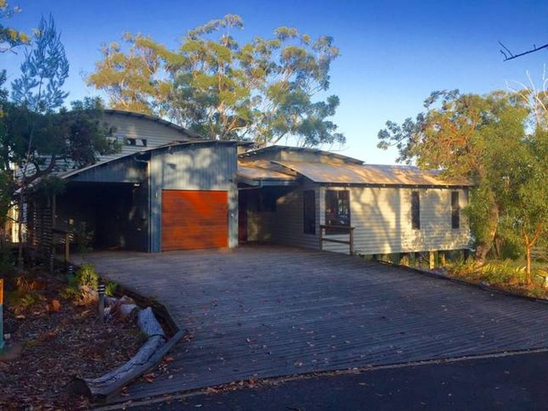 The Holiday House | Kingfisher Bay, Fraser Island, holiday rental in Pialba