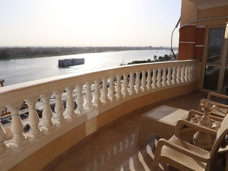 Luxurious and Panoramic Nile view., location de vacances à Le Caire