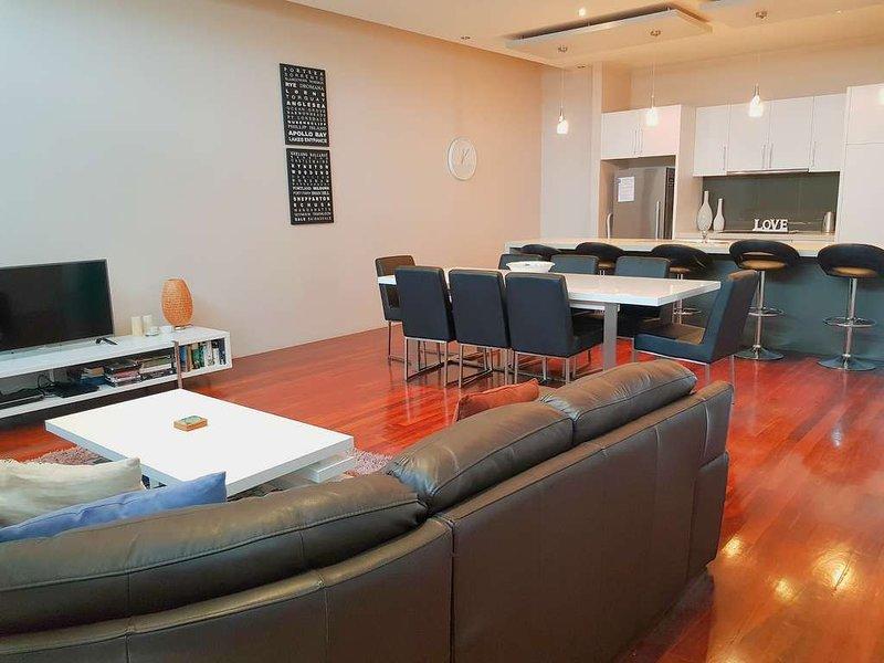 SUMMER SALT - A Modern Apartment in the Heart of Town, location de vacances à Queenscliff