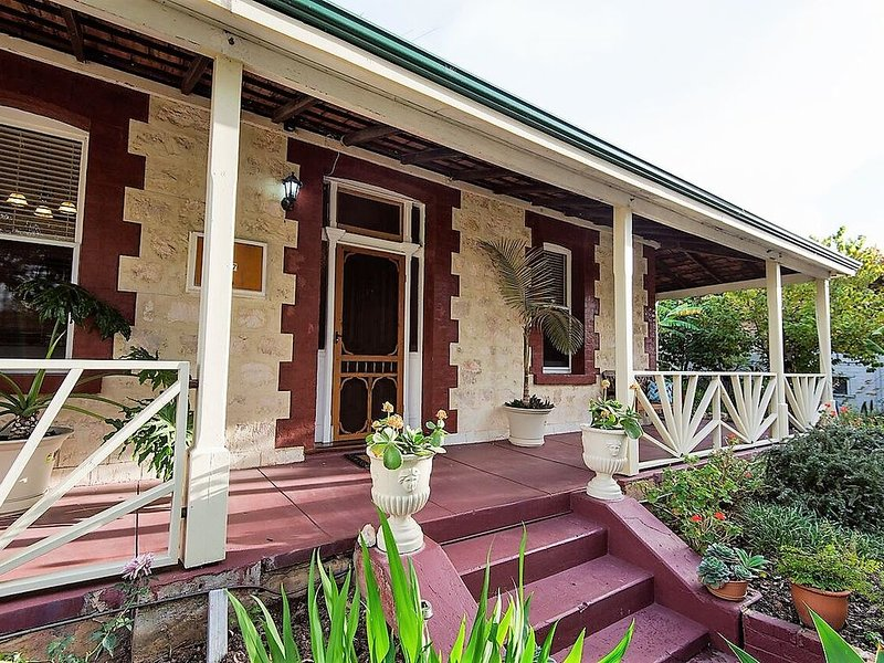 HERITAGE on BURT - Fremantle Arts Centre Location., holiday rental in East Fremantle