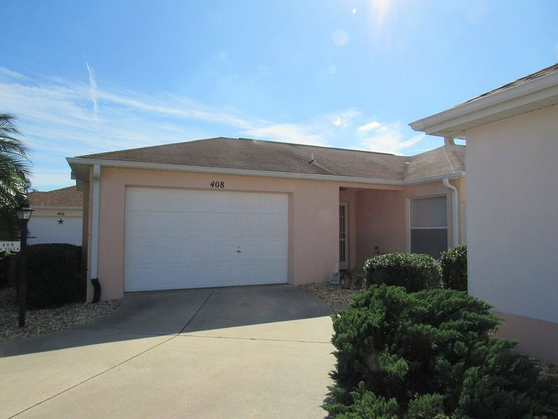 GOLF CART PET FRIENDLY CLOSE TO SHOPPING DINING POOLS AND MORE, holiday rental in Lady Lake