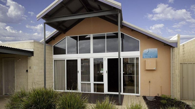 Southern Shores - Albany Bayside Ocean Villas - Self Contained deluxe villas, vacation rental in Albany