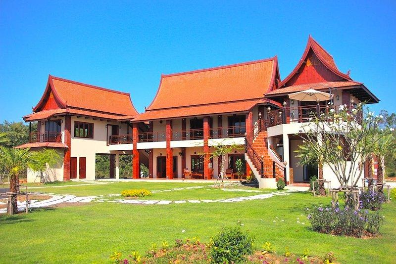 Nakara Villa: Luxury 2 Bed Pool Villa & Spa (Breakfast Included), holiday rental in Udon Thani