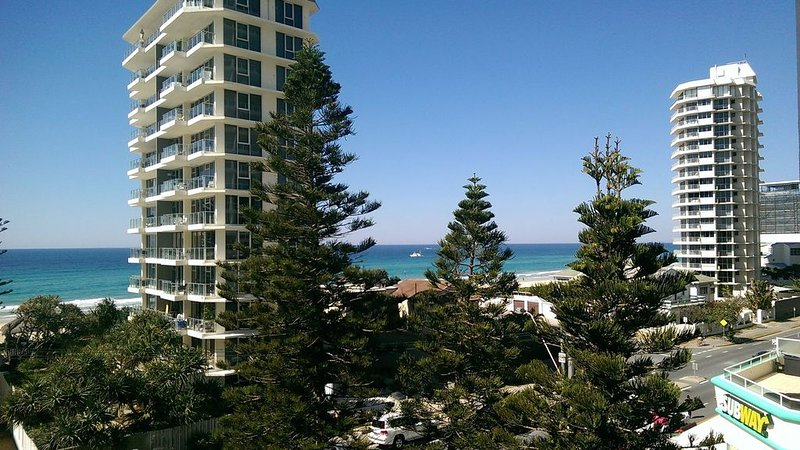 Main Beach Pde, Main Beach - Perfect holiday location, vacation rental in Arundel
