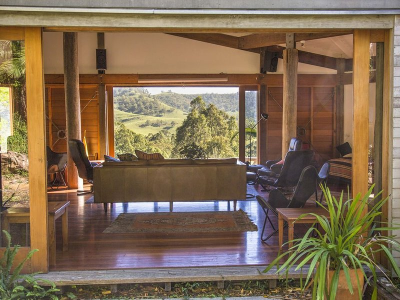 Tyraman Retreat - Unique mountain getaway for large groups in the Hunter Valley, holiday rental in Fosterton