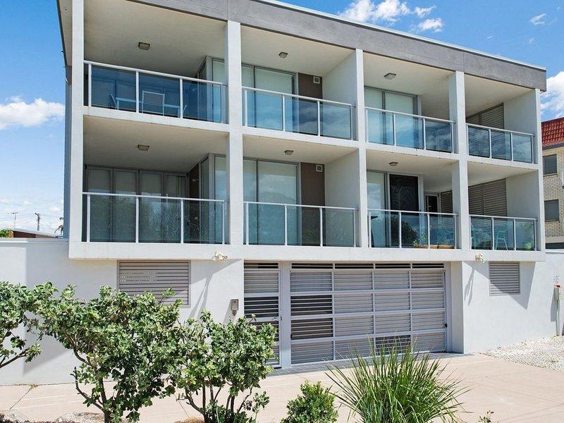 Stunning surfside apartment -  Boyd St, Woorim, casa vacanza a Woorim