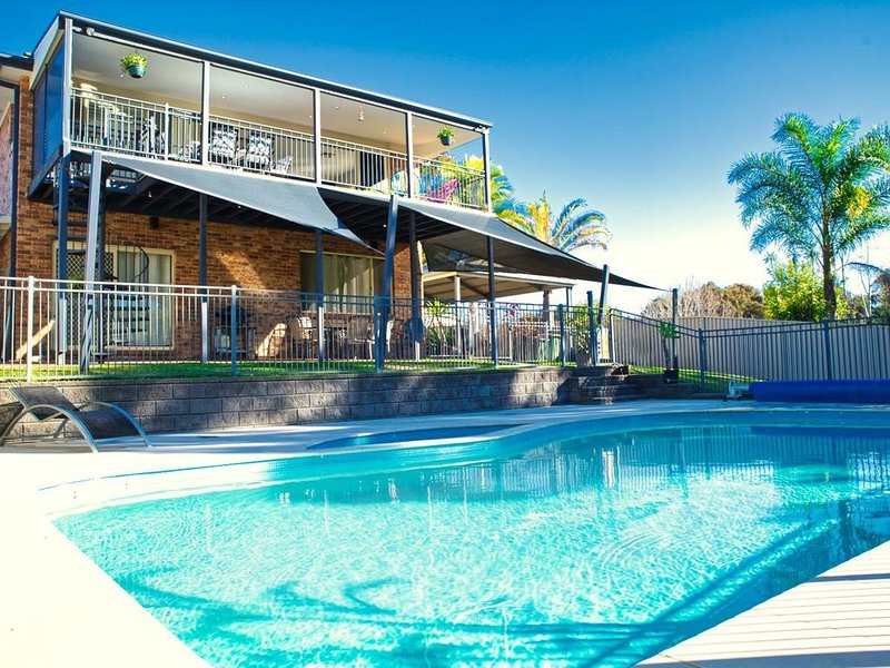 Luxury Lakeside, Long Jetty Home with Pool, holiday rental in Ourimbah