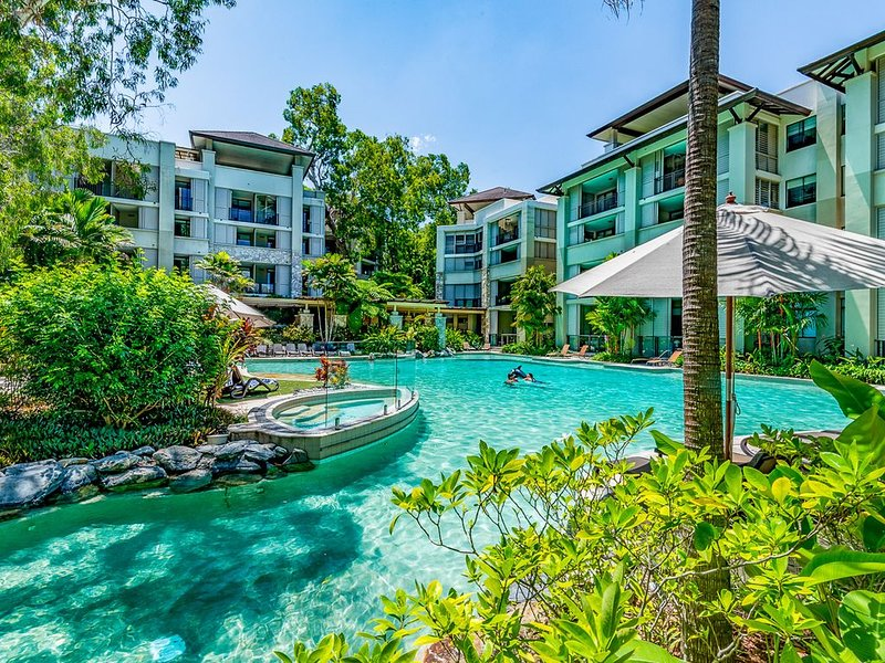 230 SEA TEMPLE PALM COVE - 2 Bedroom Apartment, vacation rental in Palm Cove