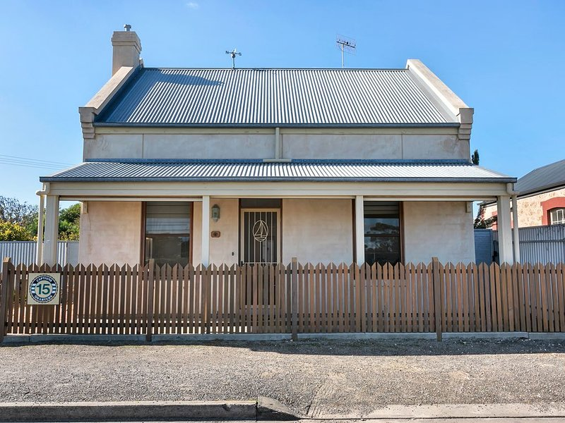 Towels &  Linen Included,  WIFI & Smart TV's - Centrally Located., holiday rental in Goolwa