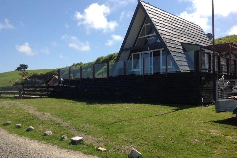 Chrystall's Beach A-Frame with stunning views, casa vacanza a Otago Region