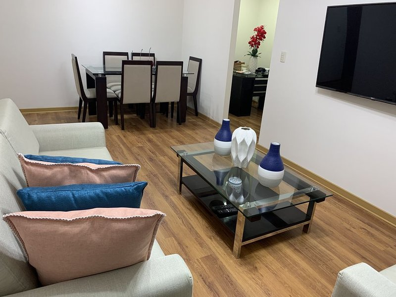 Beautiful apartment in the heart of Lince and San Isidro, holiday rental in Lince