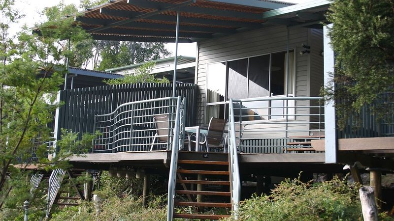 Sun-Set Satinay at Kingfisher Bay Resort, holiday rental in Pialba