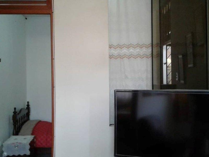 Depa Amueblado + 2 hab + cerca Universidad de Piura, holiday rental in Piura