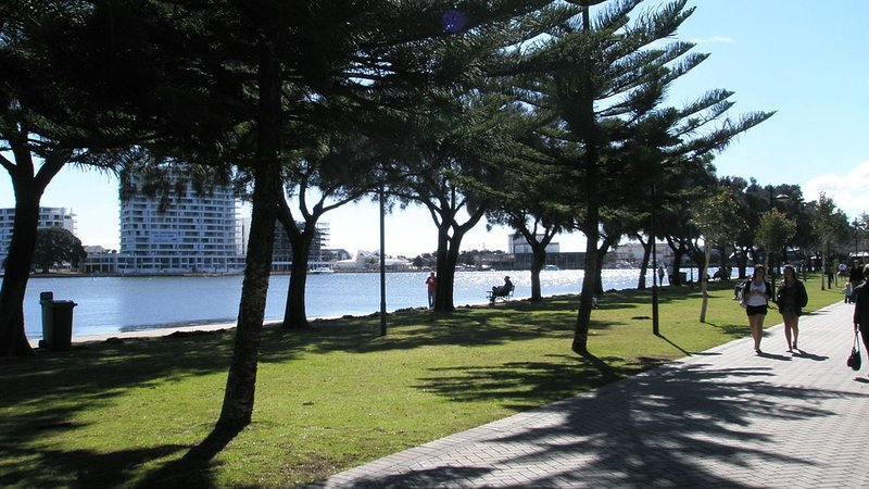 Mandurah Central! - located in Mandurah, vacation rental in South Yunderup