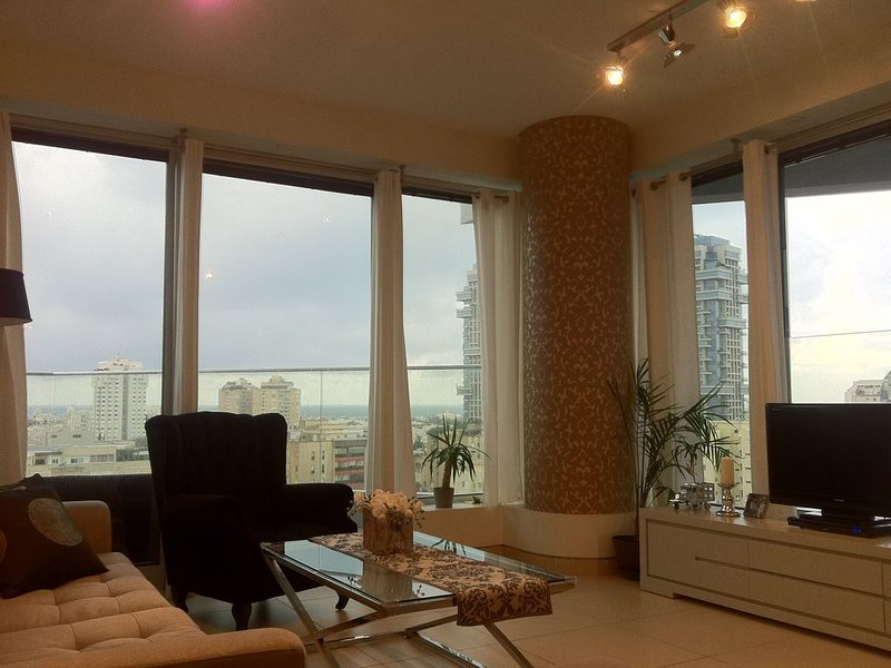 Amazing sea-view luxurius 3/BD 2/BA WF condo, Ferienwohnung in Petah Tiqwa