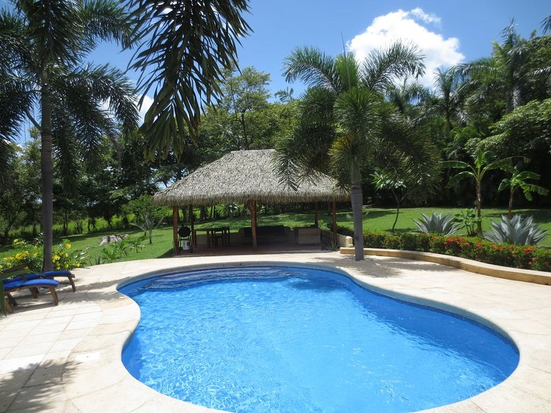 Casa Mango only 350 meters from the beach, alquiler de vacaciones en Playa Junquillal