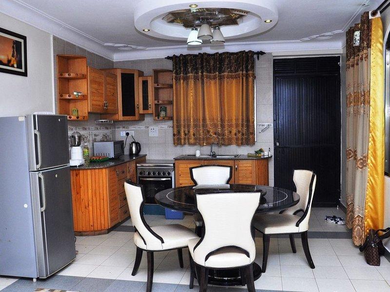 Evelyn Apartments provides furnished apartments, location de vacances à Kasangati