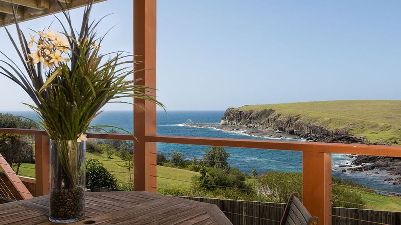 Absolute Ocean Front Cottage - Uninterrupted Ocean Views, vacation rental in Kiama