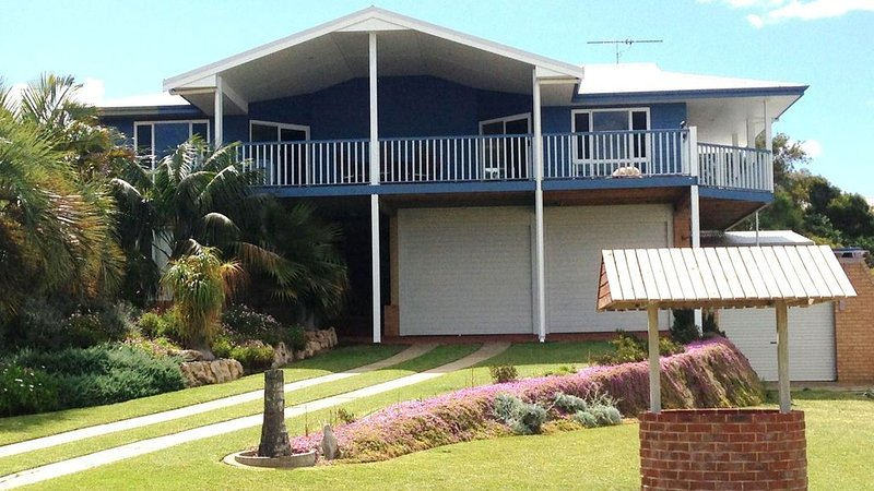 Falcon Bayview Beach House, holiday rental in Lake Clifton
