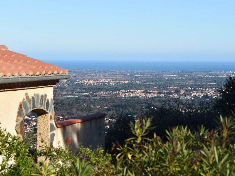 Villa Josephine: Am Berghang mit Blick über das Meer, Terrasse, Pool & Tennis, holiday rental in Villelongue-dels-Monts