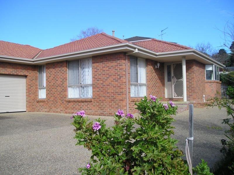 Brae View Villa 2, 2 bedrooms , sleeps 5 people, garden courtyard,Lockup garage, casa vacanza a Wagga Wagga