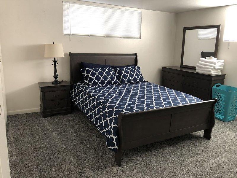 Notre chambre principale est spacieuse et propre.