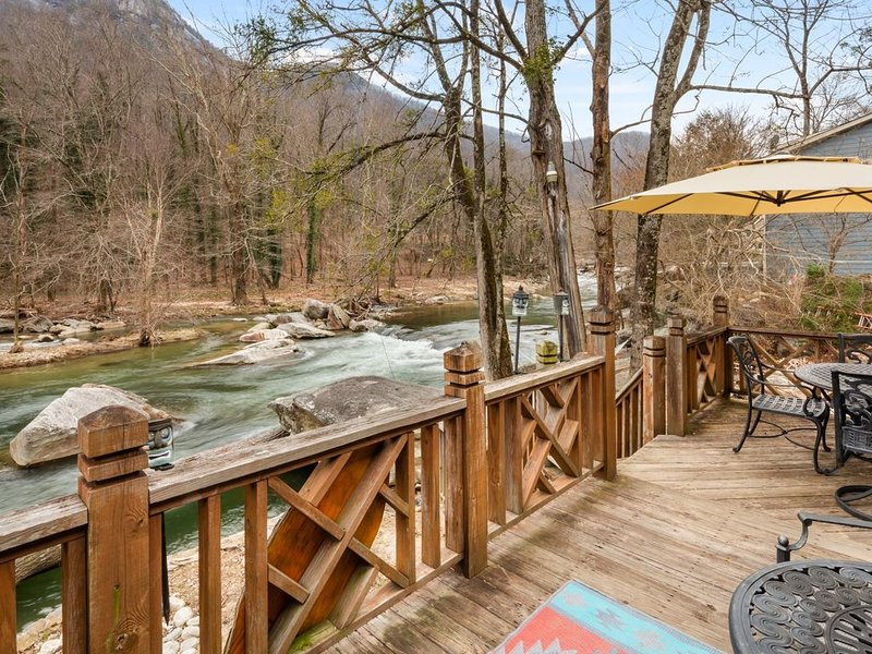 Chimney Rock River House - Mr Lake Lure Vacation Rentals, location de vacances à Chimney Rock