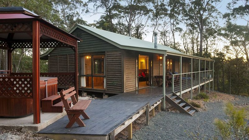 Romantic log cabin or Family Cabin. 2 bedroom. Spa & spa bath. Great views., holiday rental in Morpeth