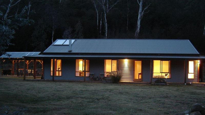 Charan Oaks, quiet location in the Ovens Valley, holiday rental in Smoko