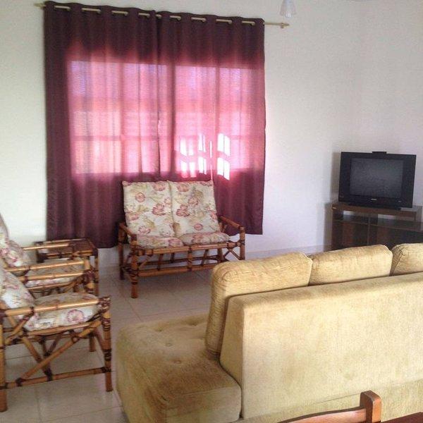 CASA NA PRAIA DE ITANHAÉM PÉ NA AREIA COM PISCINA, 3 QUARTOS, UMA SUITE., holiday rental in Mongagua