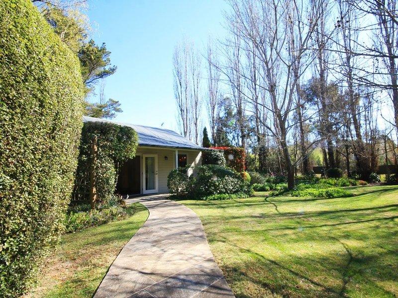 Badgers End - secluded picturesque garden, vacation rental in Joadja Creek