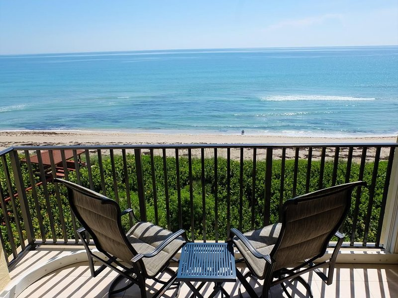 Enjoy Amazing, Oceanfront Views From This Updated 2/2 Condo!, holiday rental in Hutchinson Beach