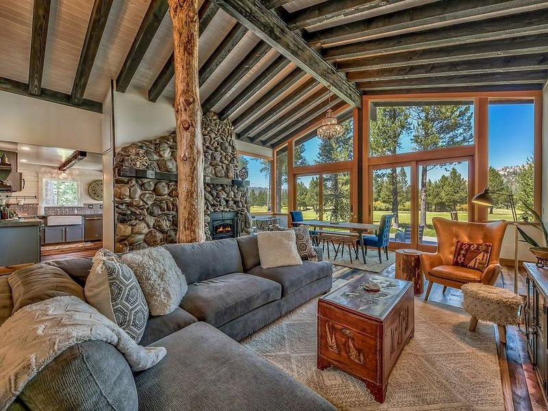 Incredible View, Modern & Stylish Décor, Near Lake & Slopes–Duckhook at Tahoe, alquiler de vacaciones en Fallen Leaf