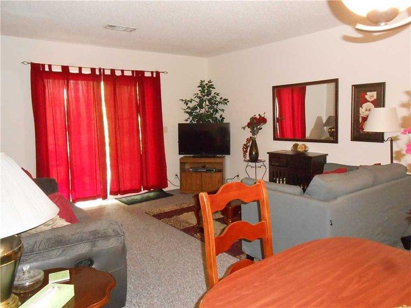 COZY TOWNHOME NEAR CORONADO NATATORIUM AND FITNESS CENTER - $80 PER NIGHT - NON, vacation rental in Hot Springs Village